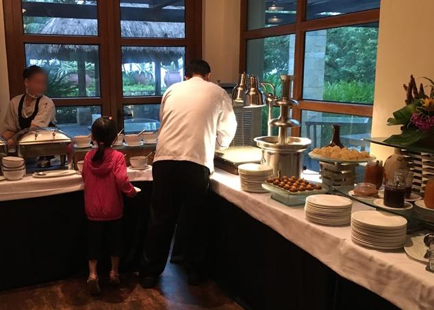 クリムゾンリゾート&スパマクタンの朝食ビュッフェ 1日目