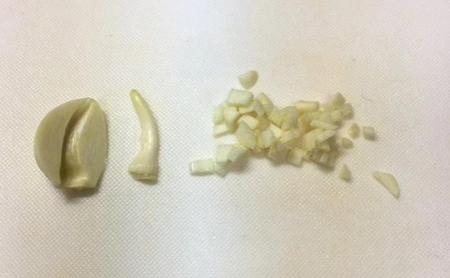 不器用旦那の料理その6:トマトとシメジのパスタソース